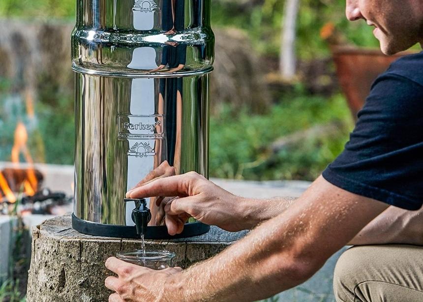 4 Schwerkraft Wasserfilter Test – Sauberes und Frisches Wasser Leicht Gemacht