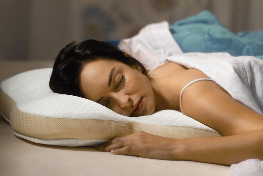 8 Bauchschläferkissen Test – ausgeklügelte Lösung für besseren Schlaf